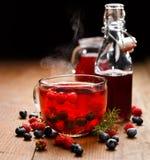 Τσάι βακκινίων και σμέουρων Στοκ Φωτογραφία