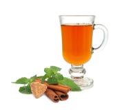 τσάι ζάχαρης μεντών φλυτζανιών κανέλας Στοκ φωτογραφίες με δικαίωμα ελεύθερης χρήσης