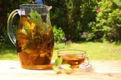 τσάι κήπων φλυτζανιών Στοκ Εικόνες