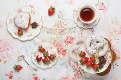 Τσάι και γλυκά Στοκ φωτογραφίες με δικαίωμα ελεύθερης χρήσης