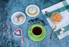 Τσάι και γλυκά Στοκ εικόνα με δικαίωμα ελεύθερης χρήσης