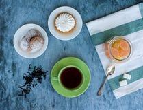 Τσάι και επιδόρπια Στοκ Εικόνες