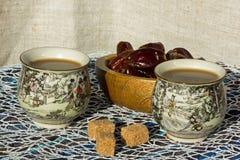 Τσάι και ημερομηνίες Στοκ φωτογραφίες με δικαίωμα ελεύθερης χρήσης