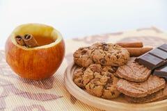 Τσάι και μπισκότα της Apple Στοκ Εικόνα