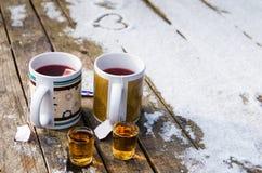 Τσάι και ρούμι στοκ εικόνες με δικαίωμα ελεύθερης χρήσης