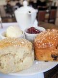 Τσάι και Scones Στοκ Εικόνες