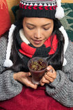 Τσάι κατανάλωσης κοριτσιών Στοκ φωτογραφίες με δικαίωμα ελεύθερης χρήσης