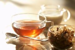 Τσάι, καφετιά ζάχαρη και γάλα Στοκ Εικόνες