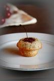 τσάι κερασιών κέικ Στοκ Φωτογραφίες