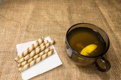 Τσάι με τα γλυκά Στοκ εικόνες με δικαίωμα ελεύθερης χρήσης