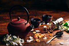 Τσάι με τα λουλούδια και το καρύκευμα Στοκ φωτογραφία με δικαίωμα ελεύθερης χρήσης