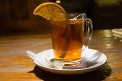Τσάι με την κανέλα και lemoon Στοκ Εικόνες