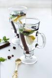 Τσάι με τη μέντα, την κανέλα και το λεμόνι Στοκ εικόνες με δικαίωμα ελεύθερης χρήσης