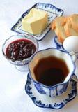 Τσάι με τη μαρμελάδα κερασιών Στοκ φωτογραφίες με δικαίωμα ελεύθερης χρήσης