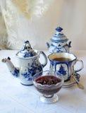 Τσάι με τη μαρμελάδα κερασιών Στοκ Φωτογραφίες