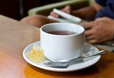 Τσάι με τη χτένα μελιού Στοκ Εικόνες