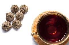 τσάι με τις σοκολάτες Στοκ εικόνα με δικαίωμα ελεύθερης χρήσης