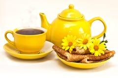 Τσάι με τις τηγανίτες Στοκ φωτογραφία με δικαίωμα ελεύθερης χρήσης