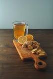 Τσάι με το λεμόνι και την πιπερόριζα Στοκ φωτογραφία με δικαίωμα ελεύθερης χρήσης
