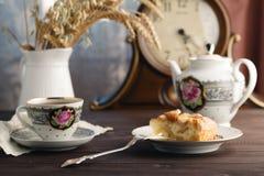 Τσάι με το κομμάτι του applepie Στοκ Φωτογραφία
