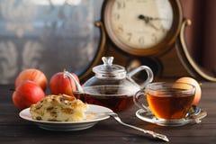 Τσάι με το κομμάτι του applepie Στοκ εικόνα με δικαίωμα ελεύθερης χρήσης