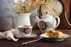 Τσάι με το κομμάτι του applepie Στοκ Εικόνα