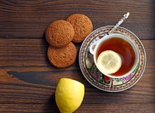 Τσάι με το λεμόνι Oatmeal μπισκότα στοκ εικόνες