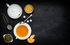 Τσάι με Teapot και τα συστατικά Στοκ Φωτογραφίες