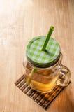 Τσάι πάγου στον ξύλινο πίνακα Στοκ Εικόνα