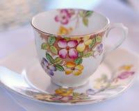 τσάι πιατακιών φλυτζανιών Στοκ εικόνα με δικαίωμα ελεύθερης χρήσης