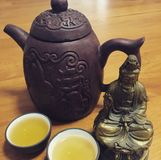 Τσάι που εξυπηρετείται Teapot Yixing Στοκ Εικόνες