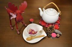Τσάι που τίθεται με τη διακόσμηση Στοκ φωτογραφία με δικαίωμα ελεύθερης χρήσης