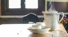 Τσάι που τίθεται στην καμπίνα βουνών Στοκ Εικόνες