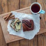 Τσάι πρωινού με το αρτοποιείο Στοκ φωτογραφία με δικαίωμα ελεύθερης χρήσης