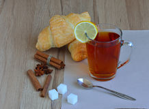Τσάι πρωινού με το λεμόνι Στοκ εικόνα με δικαίωμα ελεύθερης χρήσης