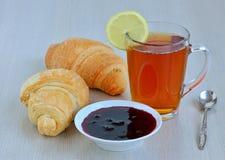 Τσάι πρωινού με το λεμόνι Στοκ Εικόνες