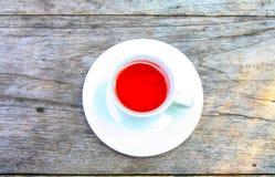 Τσάι στον πίνακα στοκ φωτογραφία με δικαίωμα ελεύθερης χρήσης