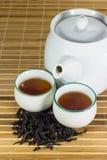 Τσάι στο φλυτζάνι με το φύλλο τσαγιού Στοκ Εικόνες