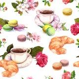 Τσάι, σχέδιο καφέ - λουλούδια, croissant, φλυτζάνα τσαγιού, macaroon κέικ watercolor seamless Στοκ Εικόνα