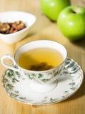 Τσάι της Apple με το αγγλικό κύπελλο στοκ φωτογραφία