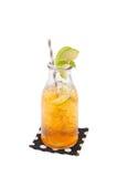 Τσάι της Apple στο μπουκάλι γυαλιού Στοκ Φωτογραφίες