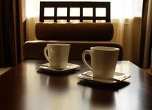 τσάι τρία πιατακιών φλυτζανιών Σύνολο για δύο άτομα Στοκ εικόνες με δικαίωμα ελεύθερης χρήσης