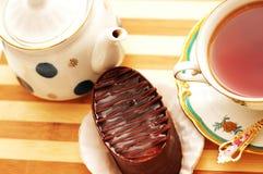 τσάι φλυτζανιών σοκολάτας κέικ Στοκ φωτογραφία με δικαίωμα ελεύθερης χρήσης