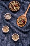 Τσάι χρυσάνθεμων, τσάι λουλουδιών - κινεζικό παραδοσιακό βοτανικό τσάι μ Στοκ Εικόνες