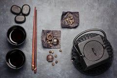 Τσάι PU -PU-erh και πράσινο τσάι σύνολο χυτοσιδήρου Στοκ Φωτογραφίες
