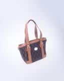 τσάντα ή καφετιά τσάντα γυναικών δέρματος στο υπόβαθρο Στοκ Εικόνα
