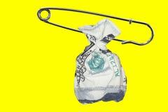 Τσάντα δολαρίων με την καρφίτσα ασφάλειας Στοκ Φωτογραφία