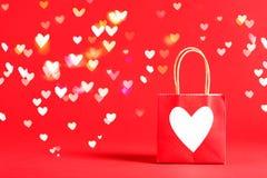 Τσάντα δώρων με την καρδιά Στοκ Εικόνες