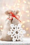 Τσάντα λινού Χριστουγέννων για τα δώρα με τα παιχνίδια Χριστουγέννων Χριστούγεννα de Στοκ εικόνα με δικαίωμα ελεύθερης χρήσης