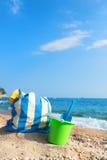Τσάντα και παιχνίδια παραλιών στην παραλία Στοκ φωτογραφίες με δικαίωμα ελεύθερης χρήσης